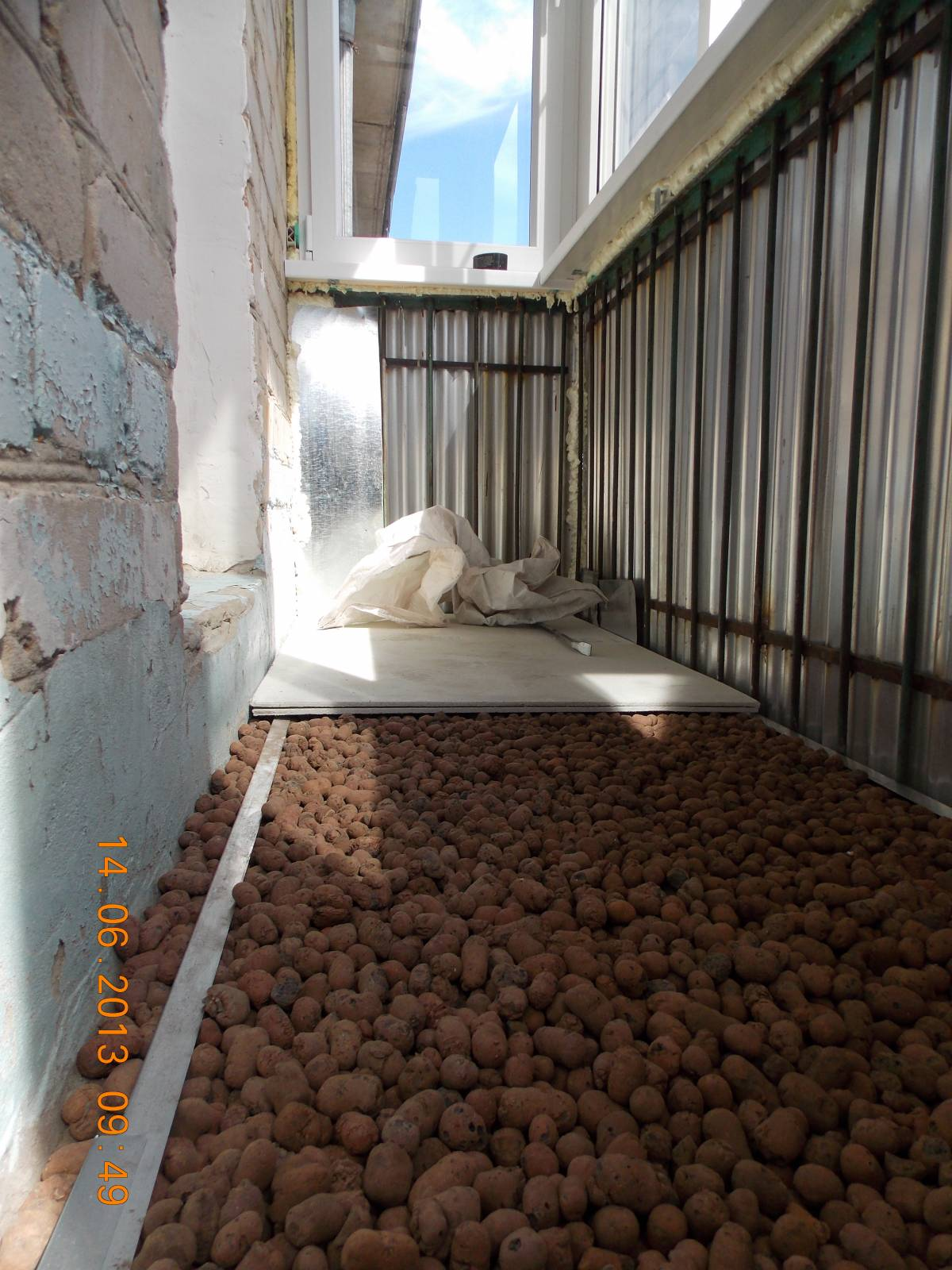 Отделка балкона (насыпные полы).